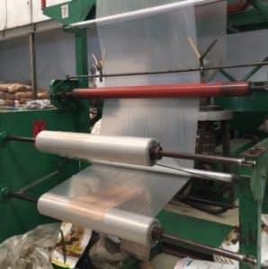 การผ่า 2 ข้างแบบแยกม้วนของ โรงงานถุงพลาสติก ไทยฮง จะช่วยทำให้ลูกค้าใช้งานงานขึ้นและประหยัดเวลาการกางแผ่นพลาสติก