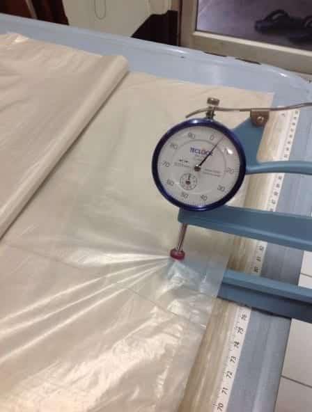 การวัดความหนาของ ถุงพลาสติกขนาดใหญ่ เพื่อการควบคุมคุณภาพ