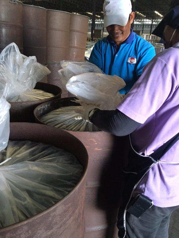 รูปการใช้งาน ถุงพลาสติกขนาดใหญ่ รองถัง 200 ลิตร